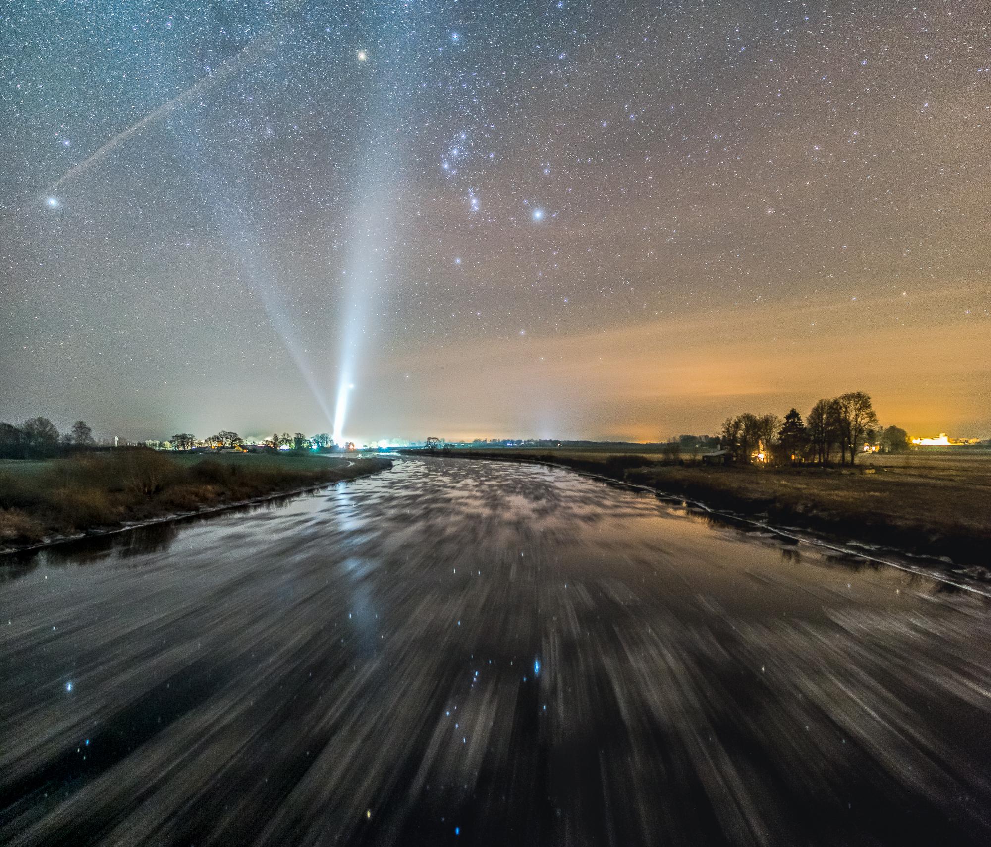 Upē veidojas ledus vižņi